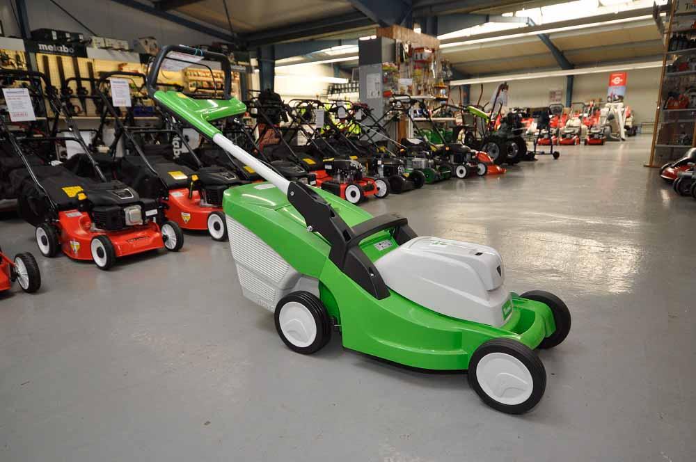 Akku Rasenmäher kaufen unsere Kunden aus Papenburg, Emsland, Leer, Rhauderfehn, Saterland, Weener, Bunde, Ihrhove und Westoverledingen bei Motorgeräte Sinningen.