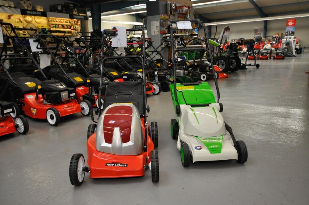 Elektro-Rasenmäher kaufen unsere Kunden bei Alfred Sinningen Motorgeräte in Papenburg.