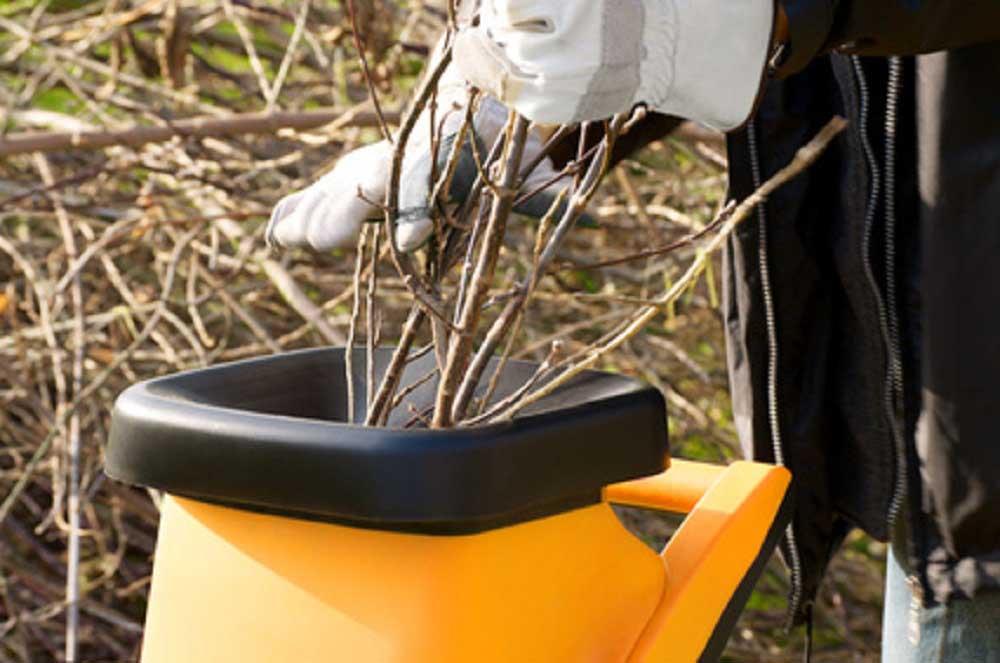 Einen Häcksler oder auch Gartenhäcksler kaufen unsere Kunden aus Papenburg, Leer, Emsland, Bunde, Weener, Doerpen, Ihrhove und Westoverledingen bei Motorgeräte Sinningen.